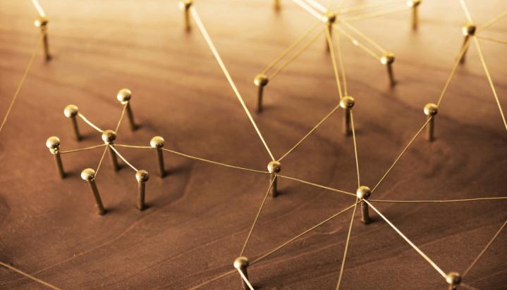 Định nghĩa mô hình hub and spoke